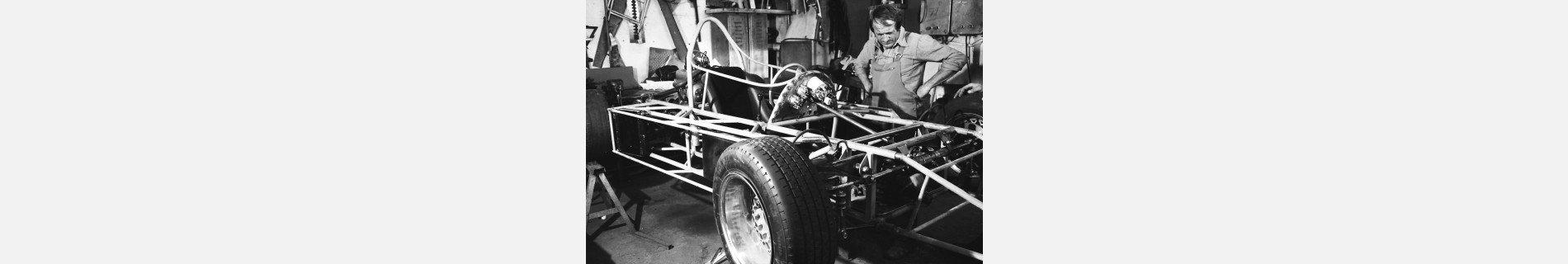 Restaurarea unei legende - primul monopost de Formula Easter fabricat in Romania